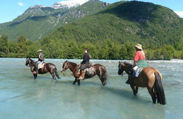 Horseback riding in Argentina across the Andres